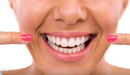 Sette Metodi Naturali per Sbiancare i Denti
