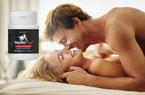 coppia felice, abbracciarsi nel letto