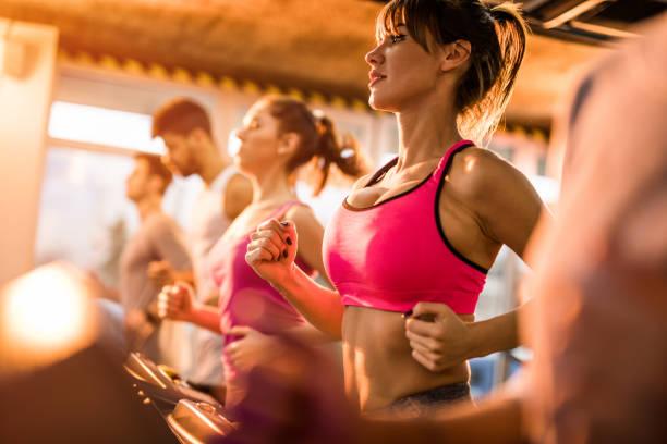 donne praticano sport , seno salute