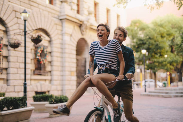 coppia felice su ruote