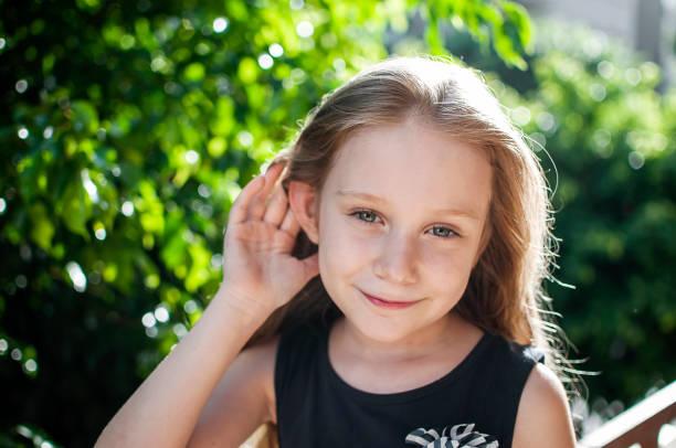 bambino, orecchie, udito