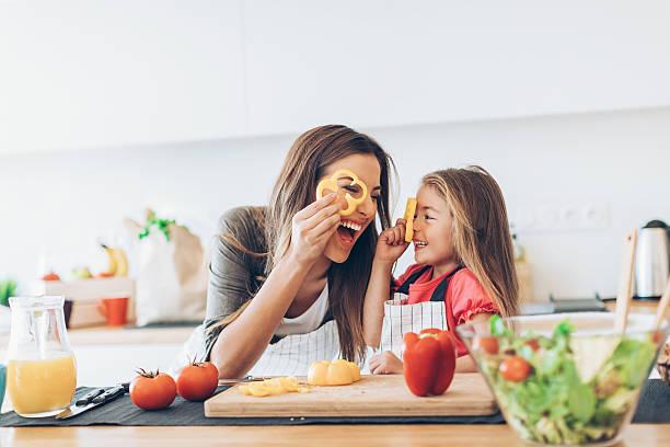 madre e figlia, cucina